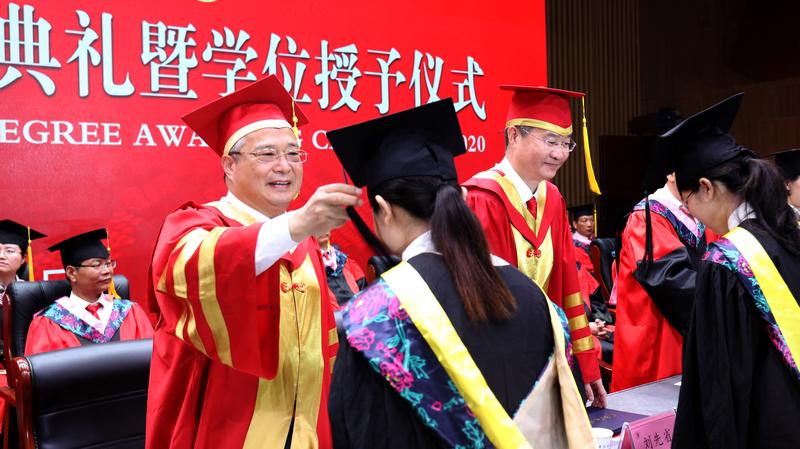 澳门网上赌彩网址大全举行2020届学生毕业典礼暨学位授予仪式