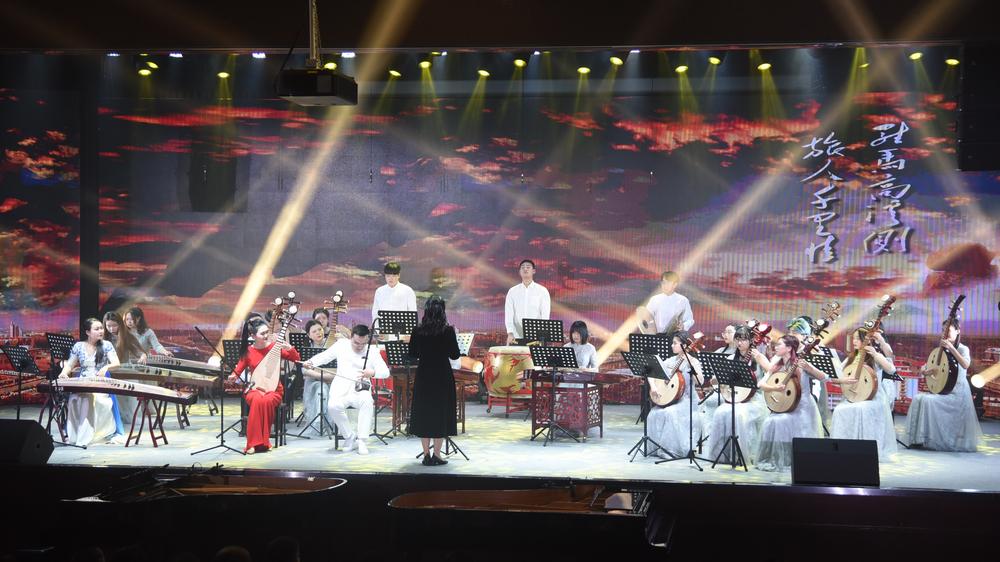 黄淮学院2021年新年音乐会隆重举