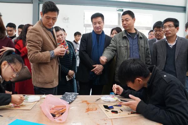著名歌唱家阎维文莅临黄淮学院并参观梦工场