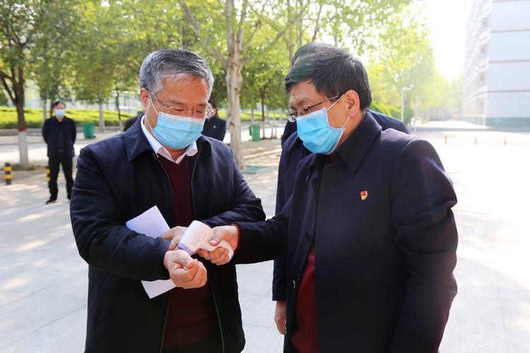 党委书记李国胜,列车长谭贞提挈检